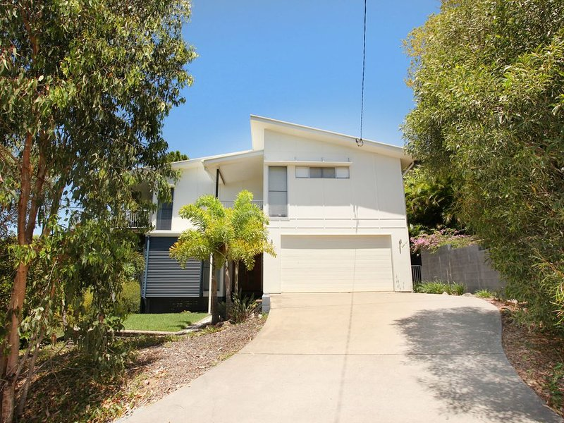 Modern Holiday Home w/ Scenic Views, vacation rental in Coolum Beach