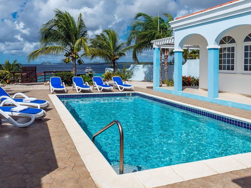 Luxury oceanfront villa, full AC private pool, direct ocean access, great diving, alquiler vacacional en Rincon