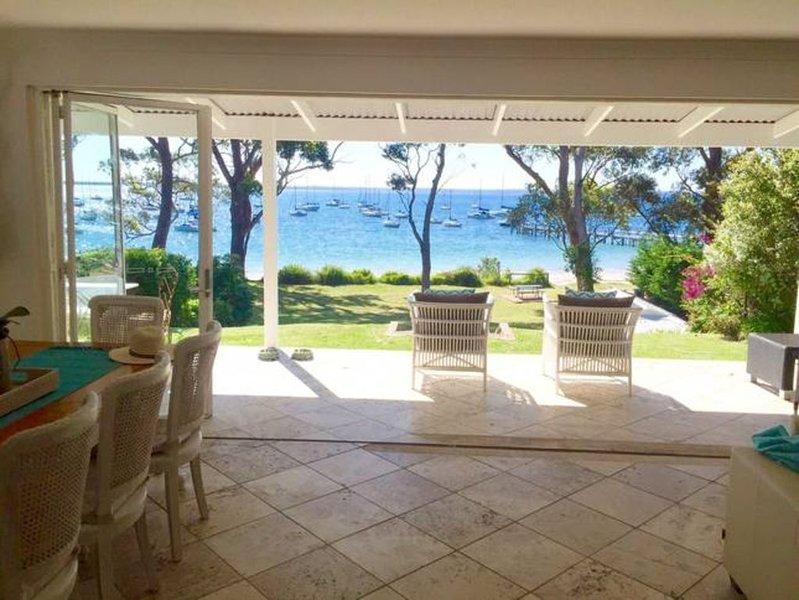Bliss on the Bay * Callala Bay, holiday rental in Callala Bay