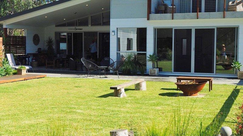 Belah Beach House - Quiet coastal village, holiday rental in Bendalong