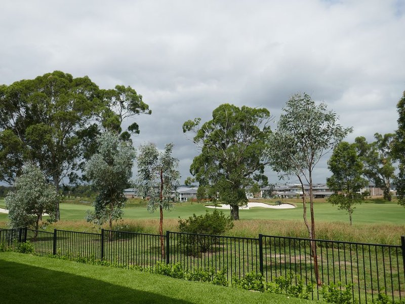 ABSOLUTE GOLF COURSE FRONTAGE AND LAKE VIEW, holiday rental in Kurrajong