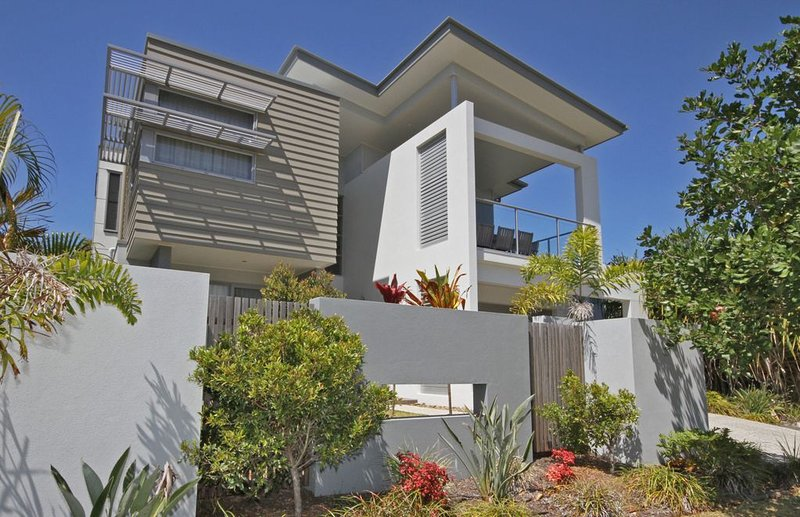 Relaxing Beachfront Holiday Retreat, vacation rental in Coolum Beach
