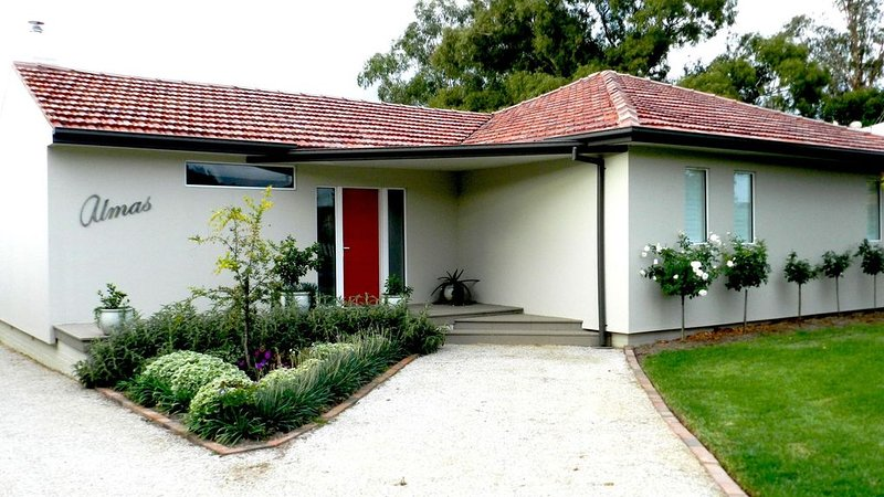 Almas Cottage 154 Market St, vacation rental in Mudgee