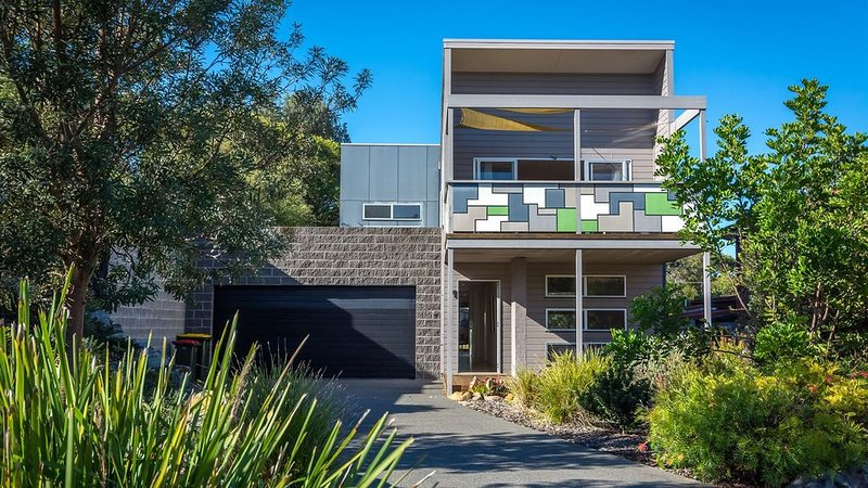 Superbly appointed, 3 houses from the beach., holiday rental in Culburra Beach