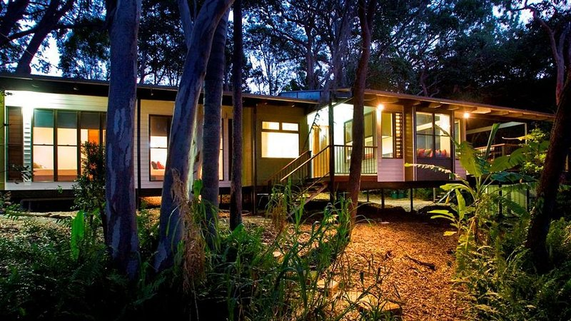 Eumarella Shores Noosa Lake Retreat - 2 brm Deluxe, holiday rental in Doonan
