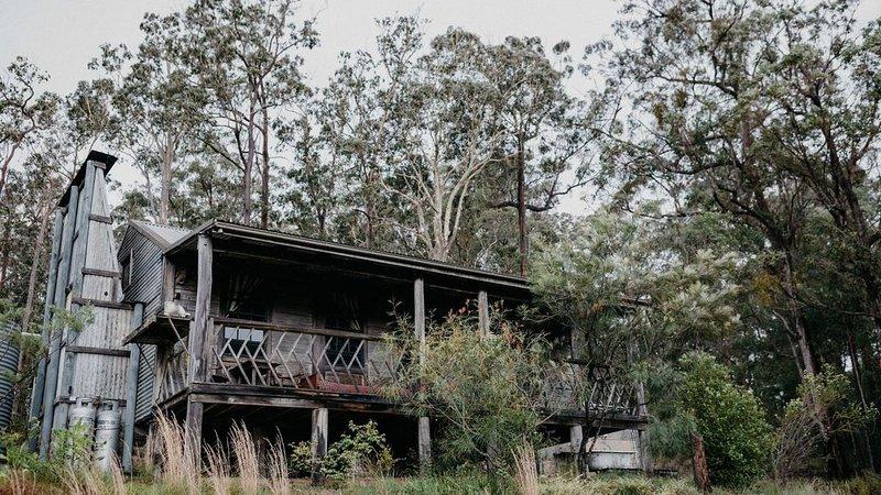 The Bush Hut * Brooman, holiday rental in East Lynne