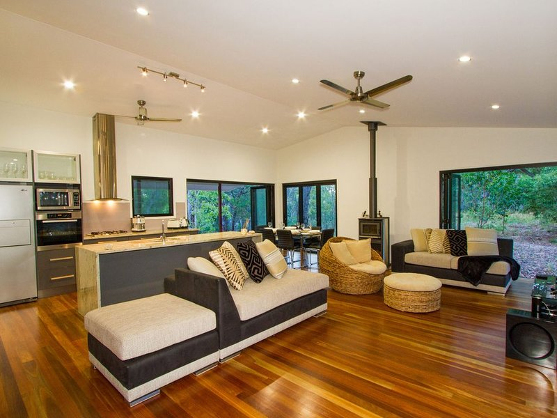 LODGE ON SUNRISE - SUNRISE AT 1770, holiday rental in Deepwater