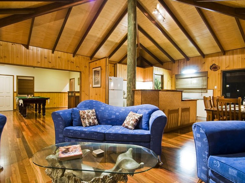 CAPTAINS LODGE on 5 Acres, holiday rental in Deepwater