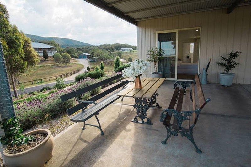 Midgee Cottage - quiet romantic getaway, holiday rental in Mudgee