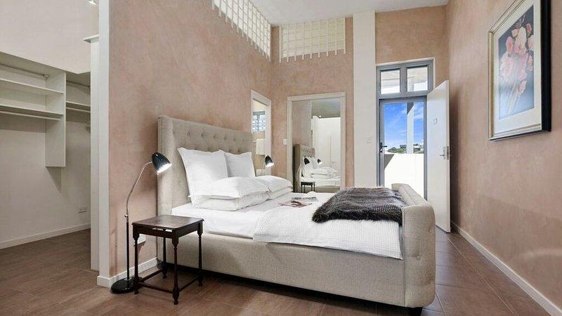 Centre of Village, Spacious Apartment, Opp Beach, holiday rental in Peregian Beach