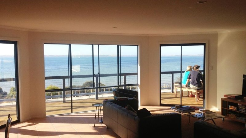 The Sandcastle, KI - Esplanade location, holiday rental in Kingscote