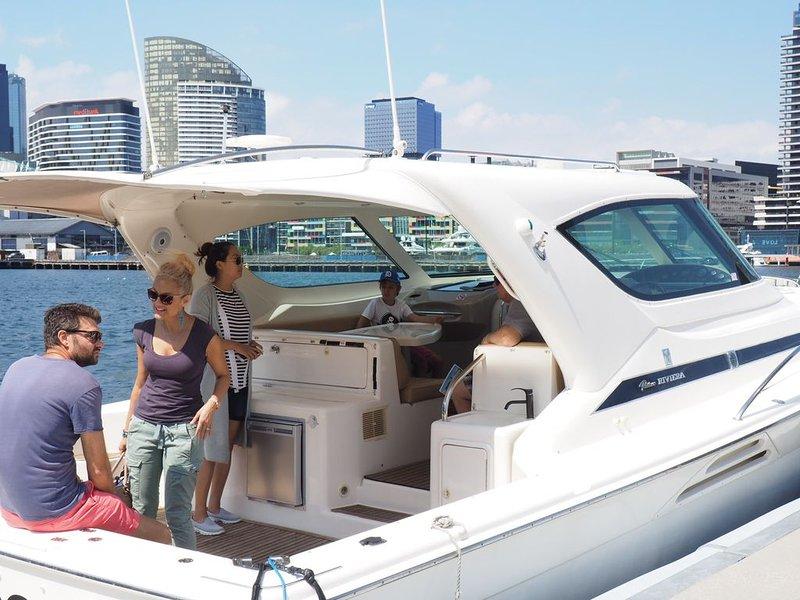 Sick Of Hotel Rooms? Enjoy a Quiet Stay on a Luxury yacht, alquiler vacacional en Seddon