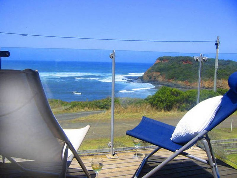 Morton's by the Sea/ ABSOLUTE BEACHFRONT/ AMAZING VIEWS / RECENTLY REFURBISHED, vacation rental in Rhyll