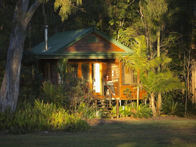 Lake Weyba Cottages Noosa, holiday rental in Doonan