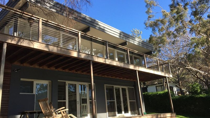 Waterfront Family Home on Pittwater, alquiler vacacional en Berowra Waters
