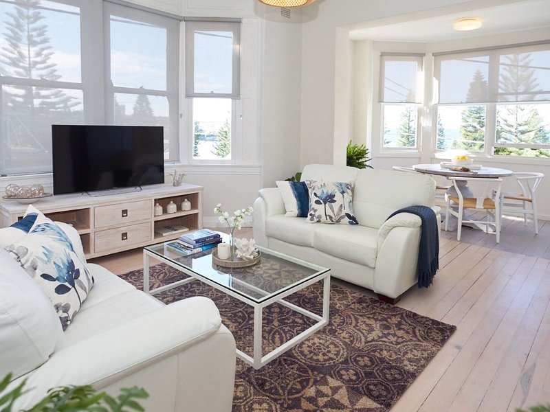 Boutique Coogee Beach Retreat with Ocean Views, holiday rental in Randwick