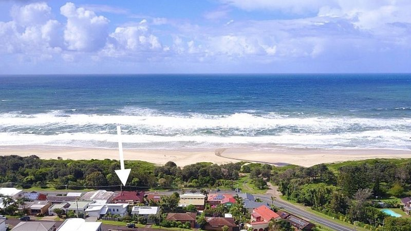 Happy Days Beach Shack - Beachfront, Families and Outside Pets, holiday rental in Port Macquarie