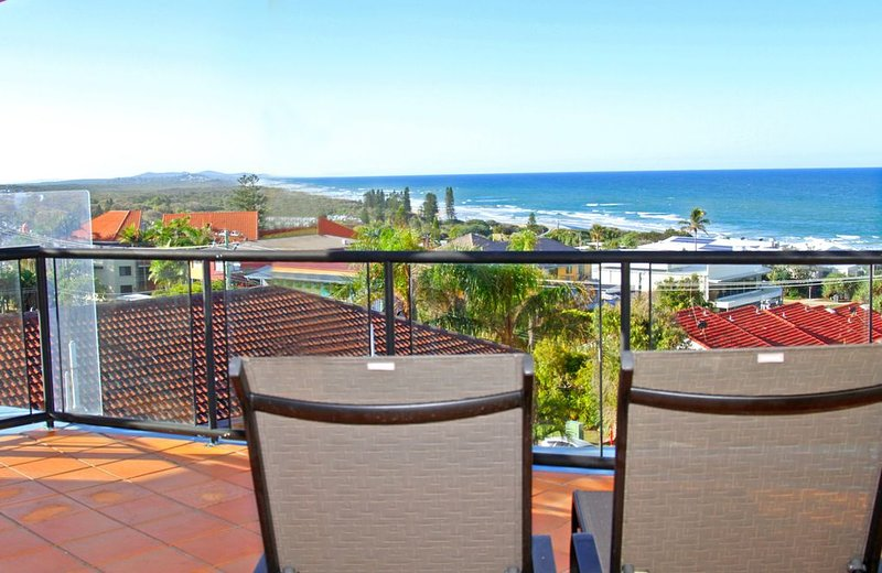 Penthouse With Spectacular White Water Views, vacation rental in Coolum Beach