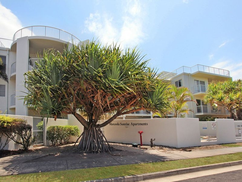 Smell The Salt Air with direct beach access, location de vacances à Marcoola