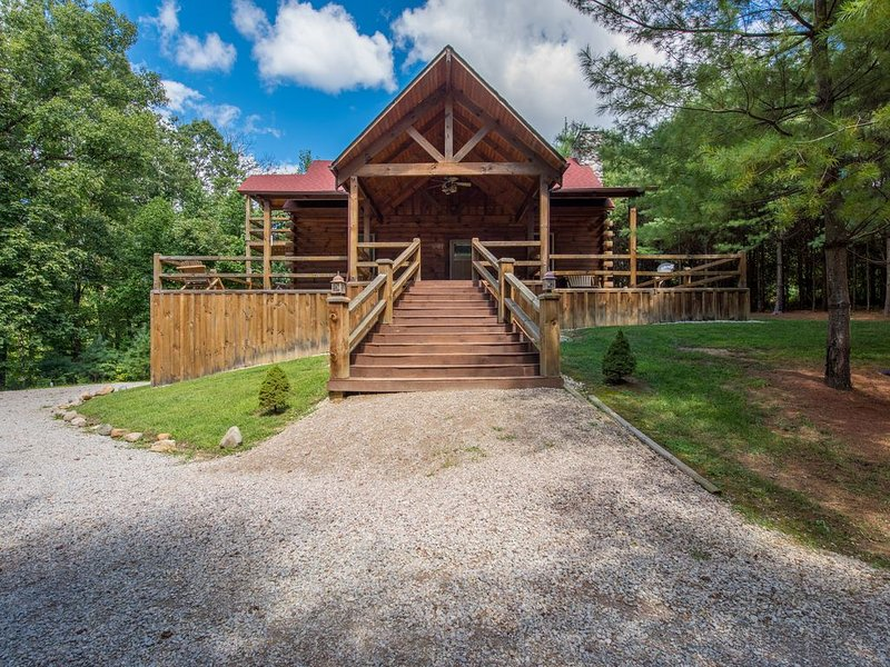 3 story pet friendly lodge near Old Man's Cave!, holiday rental in New Plymouth