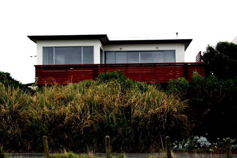 'ON THE BEACH' HUGE LUXURY BEACHFRONT HOME, vakantiewoning in Phillip Island