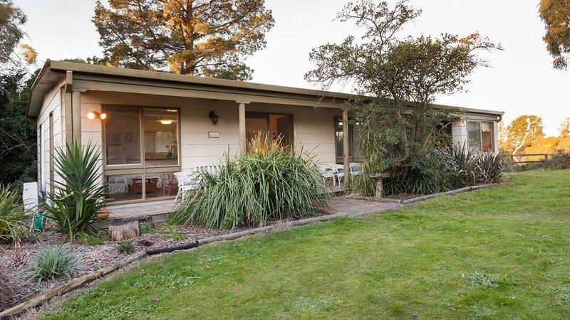 Kookaburra Cottage * Kanturk Country Retreat, holiday rental in Frankston