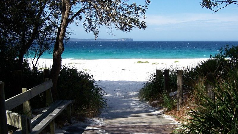 Treehouse, Vincentia - 5 min walk to the beach – semesterbostad i Hyams Beach