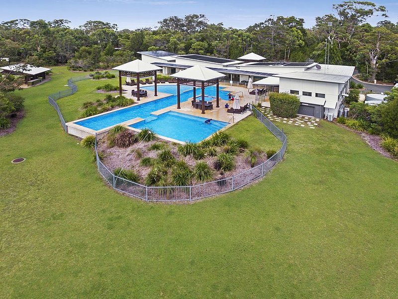 Escape to paradise on Noosa North Shore, vacation rental in Tewantin