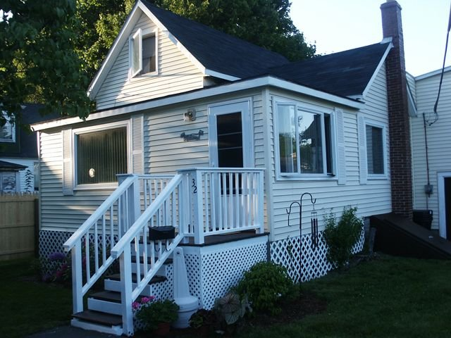 Excellent location, private yard, 5 minute walk to the beach and Pier, holiday rental in Old Orchard Beach