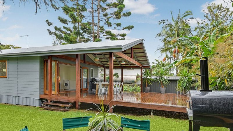 Sunny Beach Haven Moffat, vacation rental in Caloundra