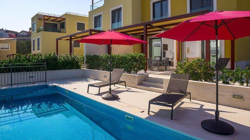 Luxurious beachside villa Golden A - EOS-CROATIA, aluguéis de temporada em Slatine