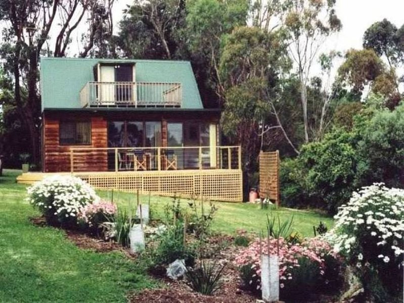 The Pet Friendly Phillip Island Boathouse - Waterfront, holiday rental in Newhaven