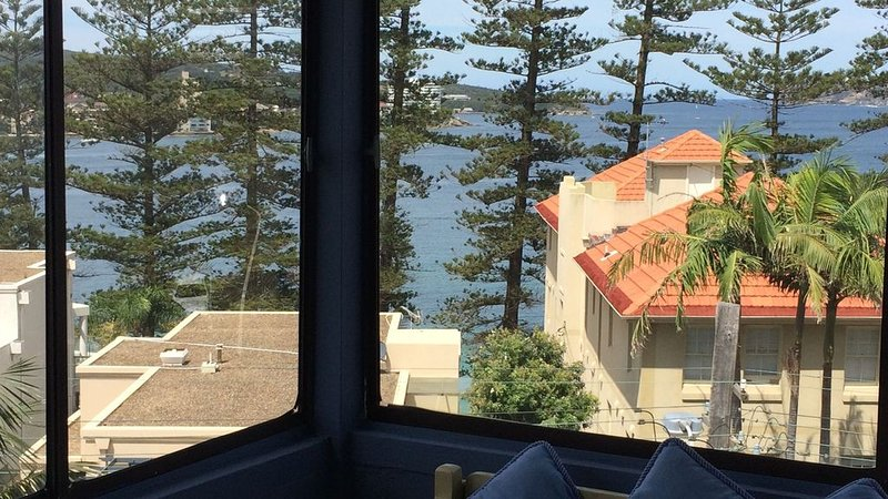 Dellwood Beach Apartment Manly, vacation rental in Manly