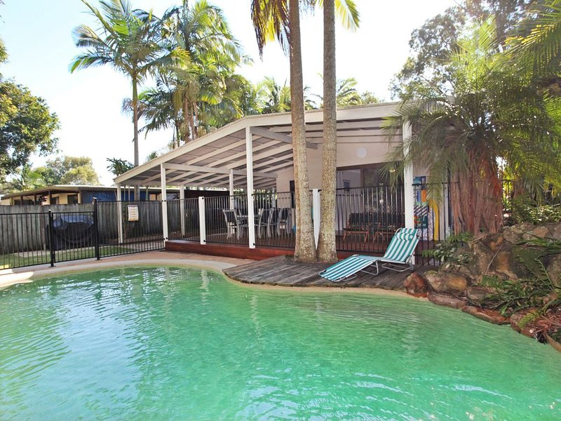 FABULOUS HOLIDAY HIDEAWAY, vacation rental in Coolum Beach