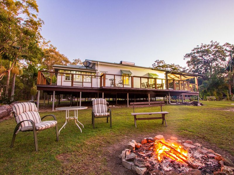 BALLANTINES - Bush n beach acreage retreat, holiday rental in Deepwater