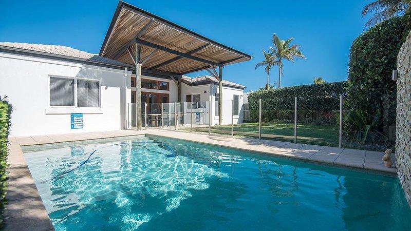Affordable Luxury 3min walk to off-lead dog beach, casa vacanza a Noosa