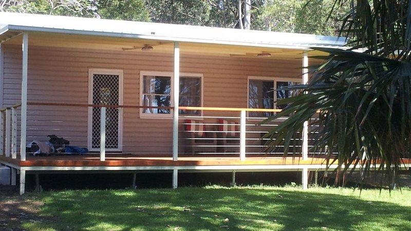 Belowla Cottage Kioloa - 100 metre walk to the beach, holiday rental in East Lynne