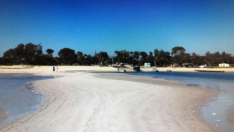 930 Big House OnTheBeach-30 metres Beach/Shops/Pub/Resturants-Leave Car Behind, holiday rental in McCrae