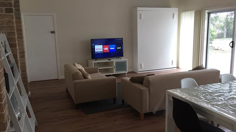 Apartment 42 in Tranquil Erowal Bay, holiday rental in Erowal Bay