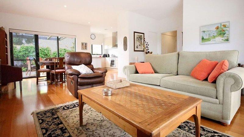 Rosebud Getaway - a peaceful retreat, holiday rental in McCrae
