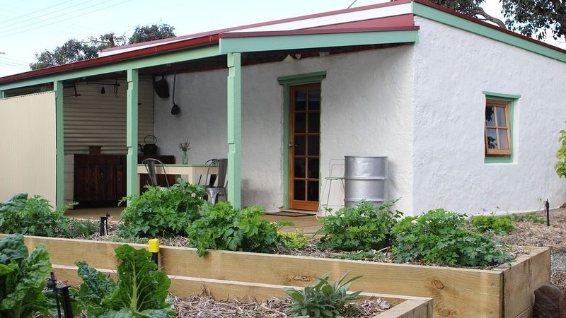 The Forge-Historic Blacksmith's Cottage, holiday rental in Kingscote