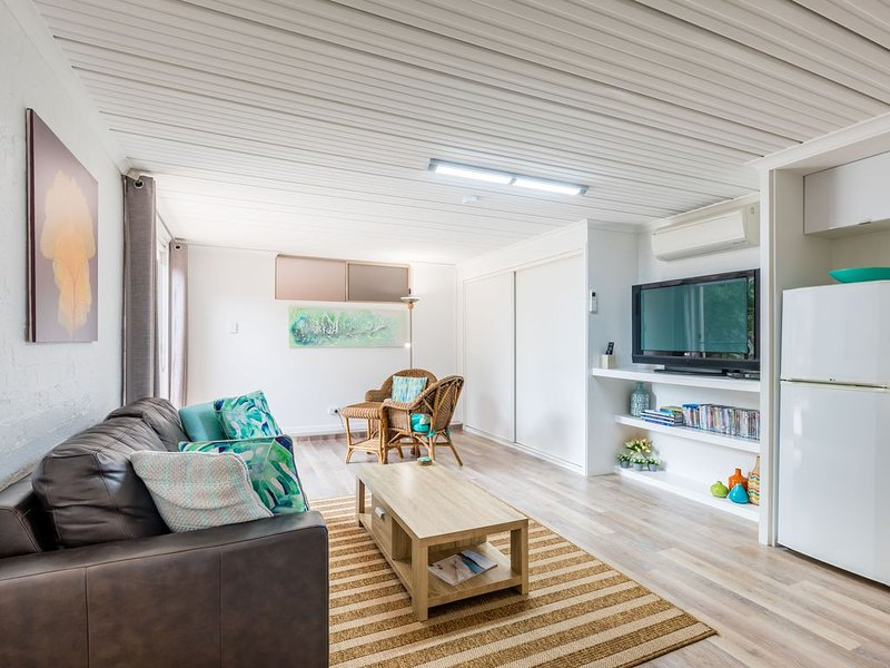 Bush to Beach Apartment 88 - relaxing getaway (5 min stroll to the beach), holiday rental in Jervis Bay
