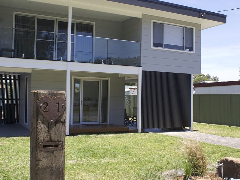 LAKE LIFESTYLE is situated at the HART of Burrill Lake, Ferienwohnung in Kings Point