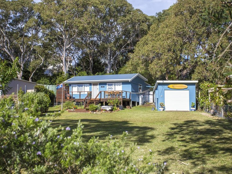 Retro Beach Cottage - 681 Murramarang Rd, holiday rental in East Lynne
