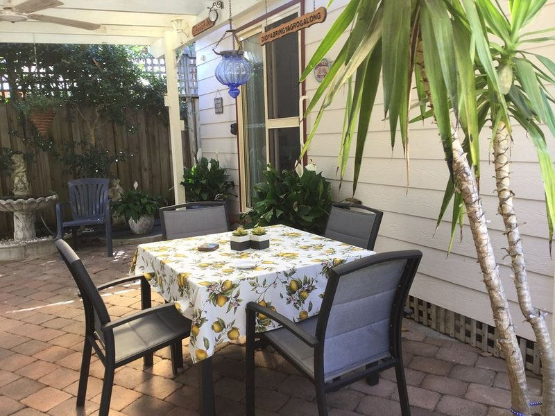Camelia Cottage - located at Frenchs Forest, holiday rental in Greater Sydney