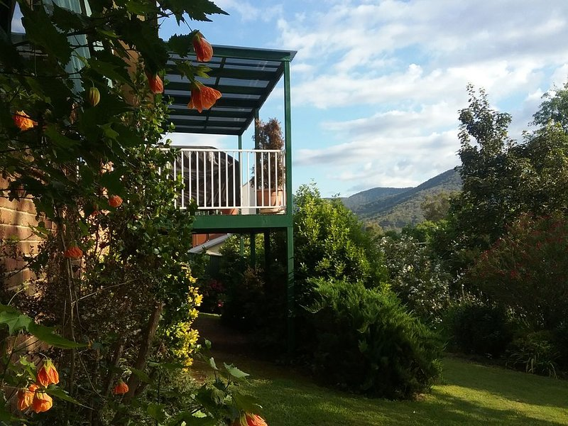 Sun Peaks in Bright, home with a view, location de vacances à Wandiligong