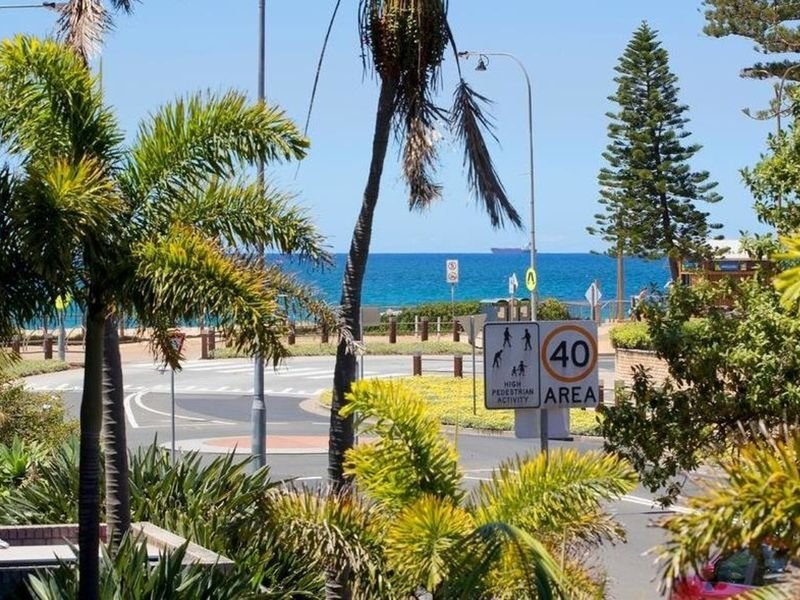 Beachside Luxury - enjoy the sound of the sea, vacation rental in Brookvale