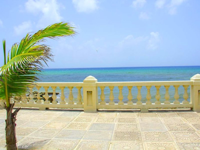 Beachfront property, next to Gap, 'standard room' DvB, location de vacances à Maxwell