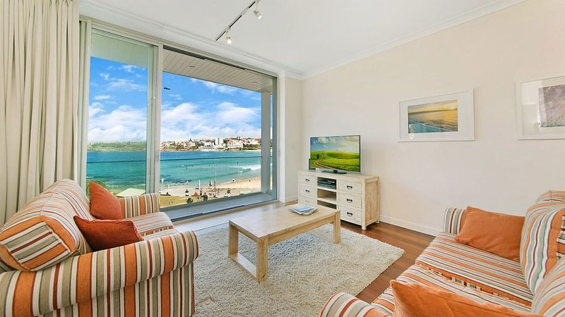 Beachfront apartment, vacation rental in Bondi
