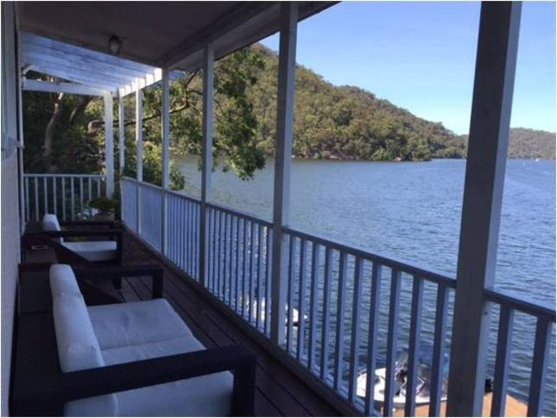 The Berowra Waters Boathouse – semesterbostad i Galston